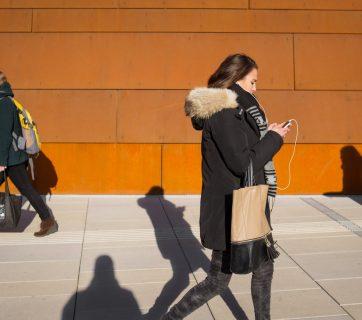 millennial-walking