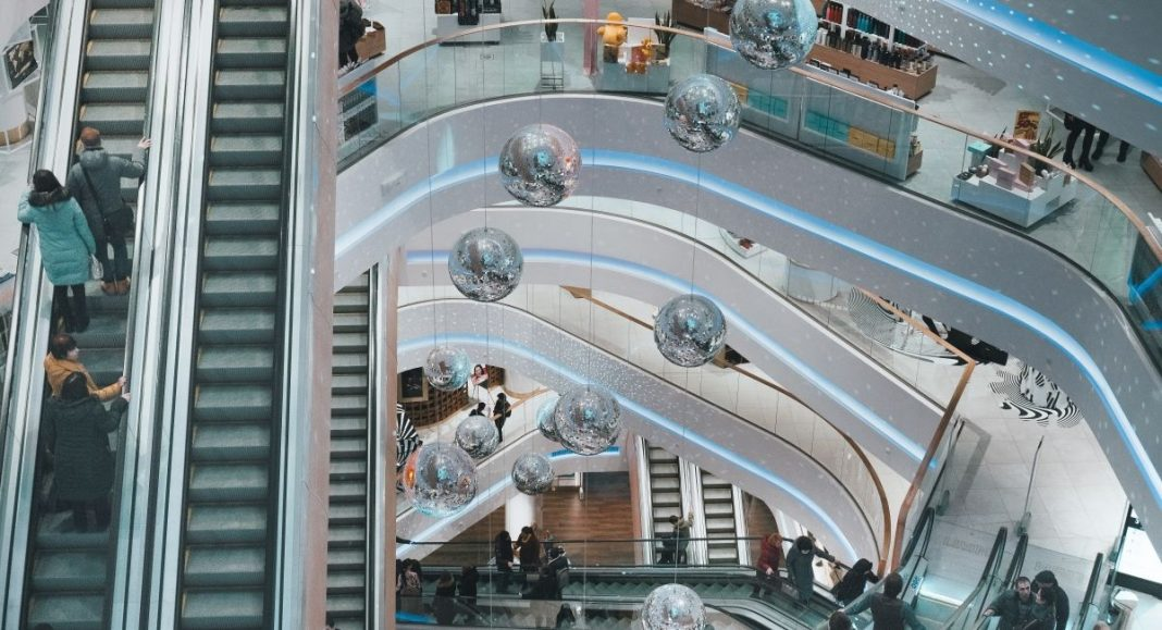 How retailers should handle a reduction in workforce